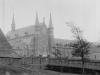 1898 vue sur l\'abbaye en grand angle, avec sur la gauche la façade et l\'appentis de l\'auberge