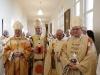 Les évêques et le Père Abbé dans la sacristie