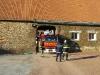 Le camion avec la petite échelle suit de près
