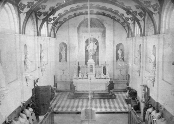 L'église du monastère vers 1839, le choeur pavé, avec autels et stalles