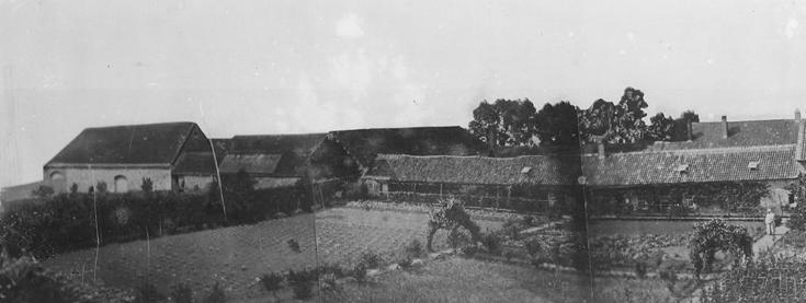 1840 les premiers ateliers et les granges, façade sud