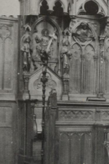 1894 la crosse à la stalle du Père Abbé (gros-plan)