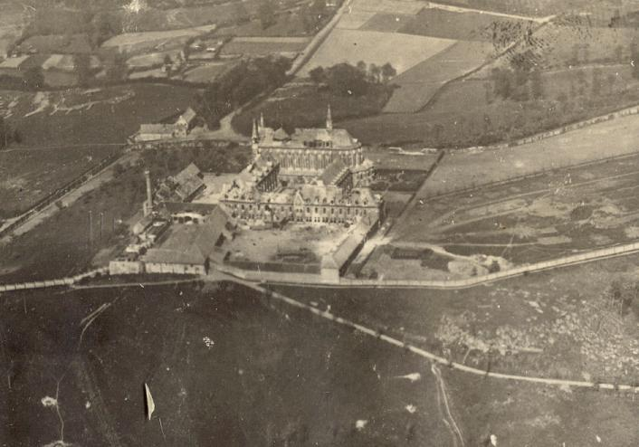 1918 Vue aérienne de l'abbaye au début de l'offensive allemande
