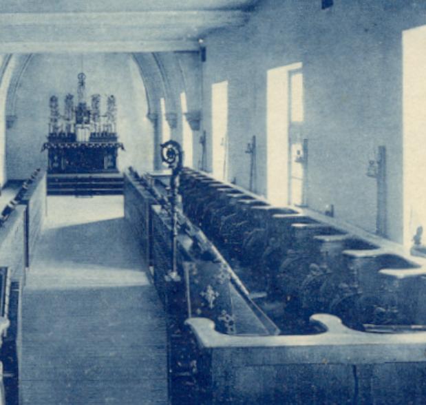 1920 la crosse dans la chapelle provisoire