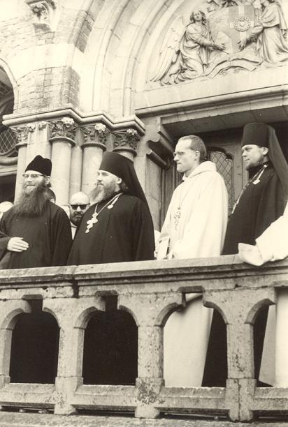 Archimandrite et hieromoine russes à la sortie de l'église, 1968