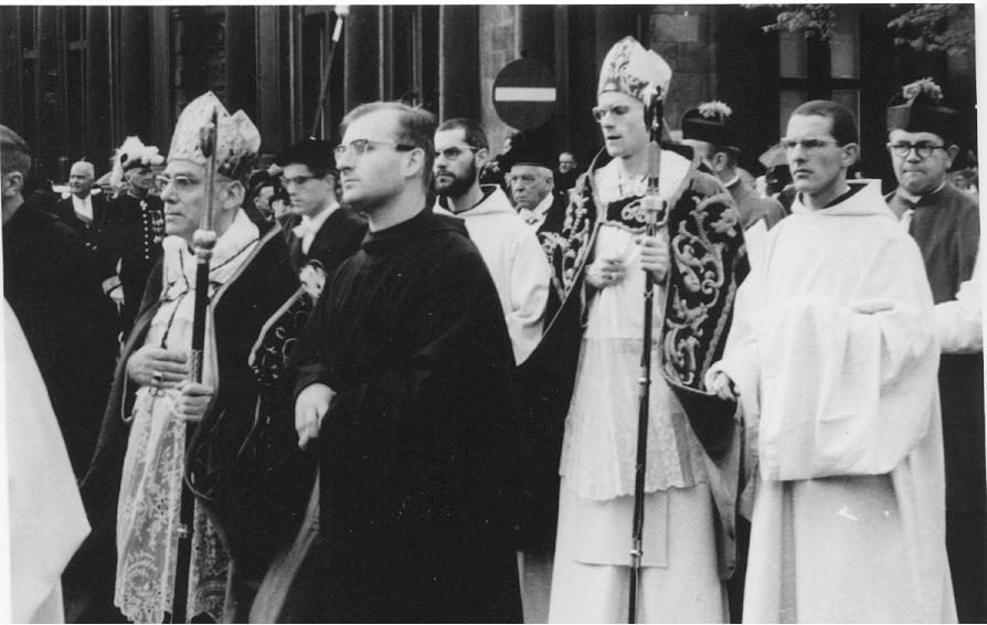 Bruges procession saint sang 1967, avec au premier plan le Père Abbé de Saint André, Dom Ghesquière
