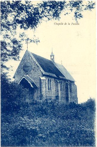 Chapelle de la Passion agrandie, voir la différence de couleur de la toiture