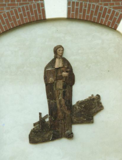 Charles Grimminck, sculpture émaillée, sur la façade du Centre d'Accueil