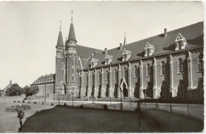 La Façade Nord avec l'hôtellerie d'un seul tenant, vers 1950
