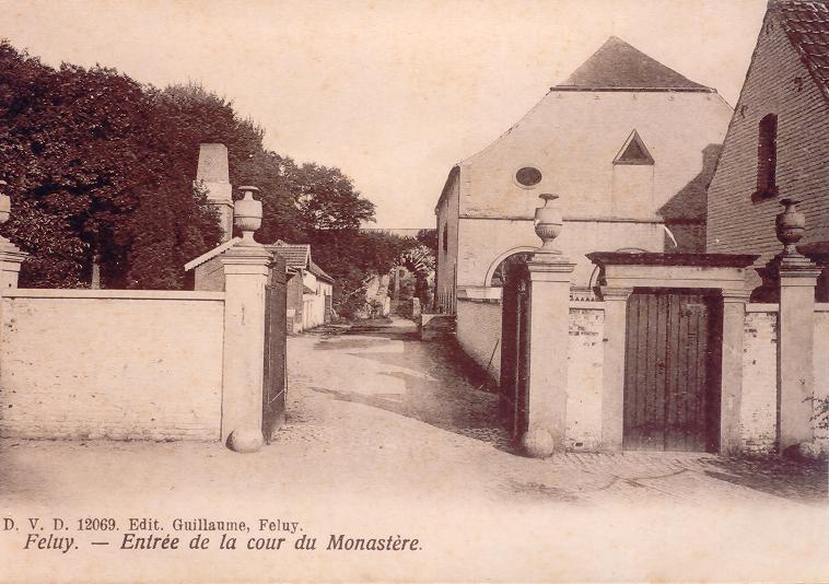 """Le refuge de Feluy : l'entrée du """"couvent"""""""