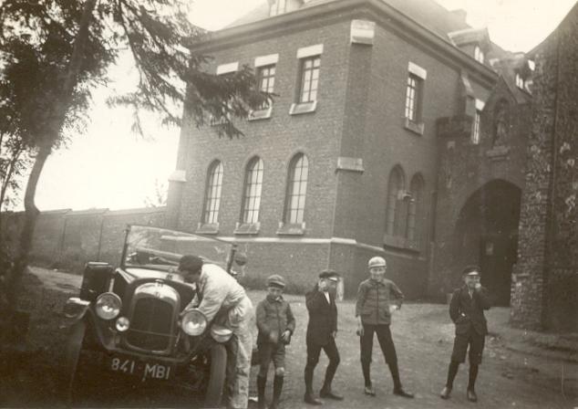Hôtellerie et portail d'entrée Abbaye vers 1950