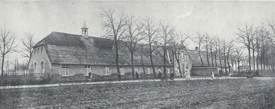 Koningshoeven, les moines au travail devant les premiers bâtiments