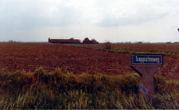 """La ferme de Watou, sur le chemin qui s'appelle depuis """"Chemin des Trappistes"""""""