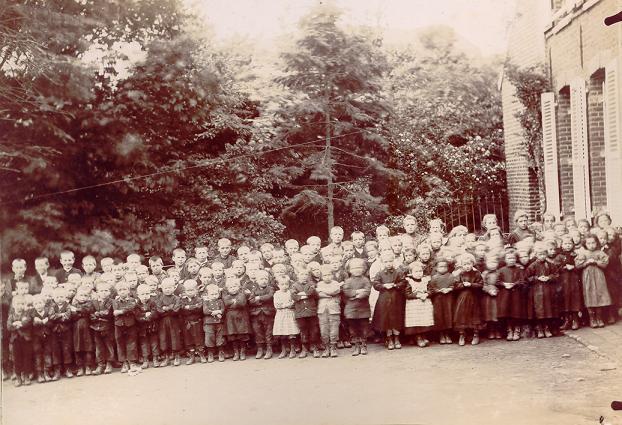 Les enfants de l'école vers 1930