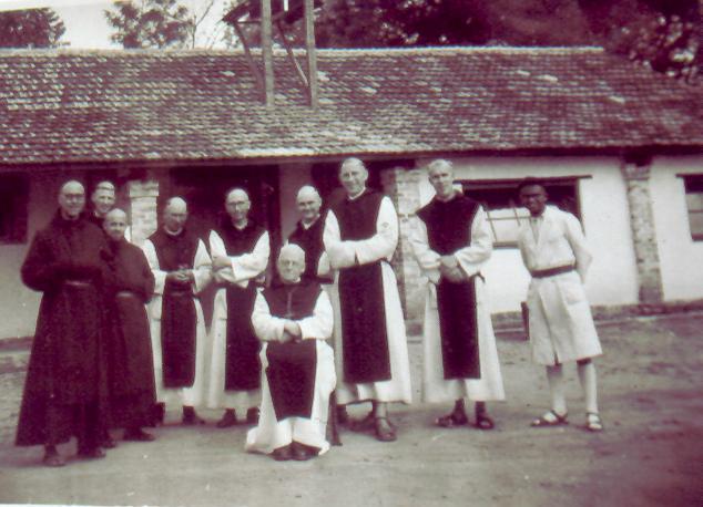 Dom Achille avec la communauté de Maromby, 1959