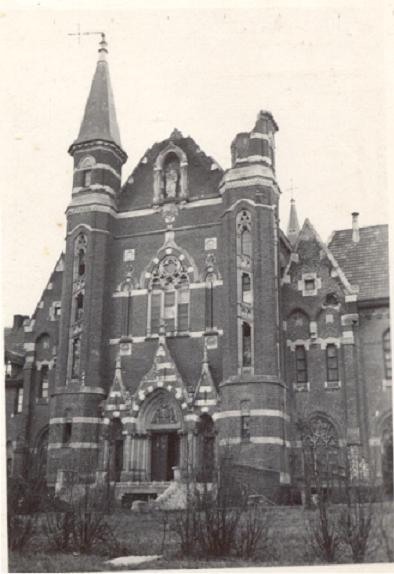 Mont des Cats, la façade après le bombardement de 1940 et la tempête