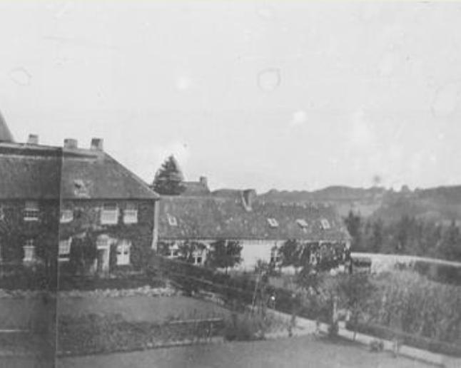 1847, Mur de clôture première hôtellerie en briques
