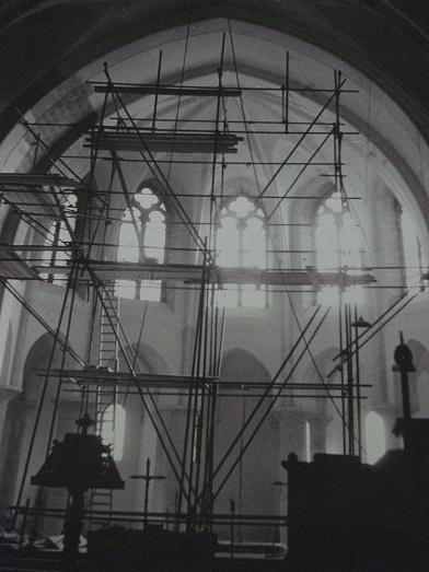 Restauration de l'église, vue vers le choeur, 1965