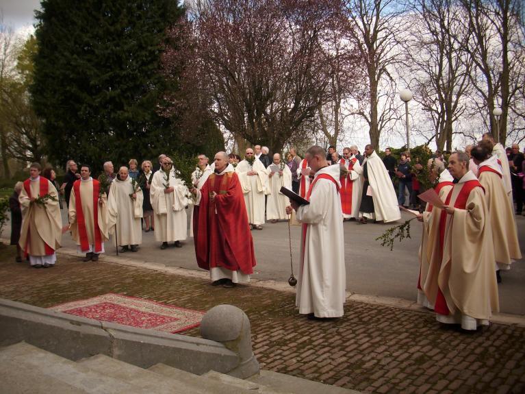 Mont des Cats, Procession des Rameaux, vénération de la Croix