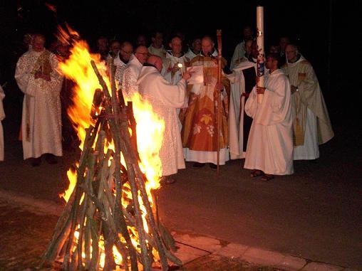 Mont des Cats, Vigile Pascale, bénédiction du feu et du cierge pascal