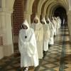 Procession dans le cloître