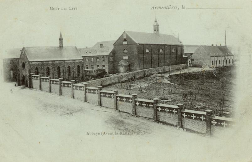 1891 le nouveau mur de clôture descendant le long de la route de Godewaersvelde