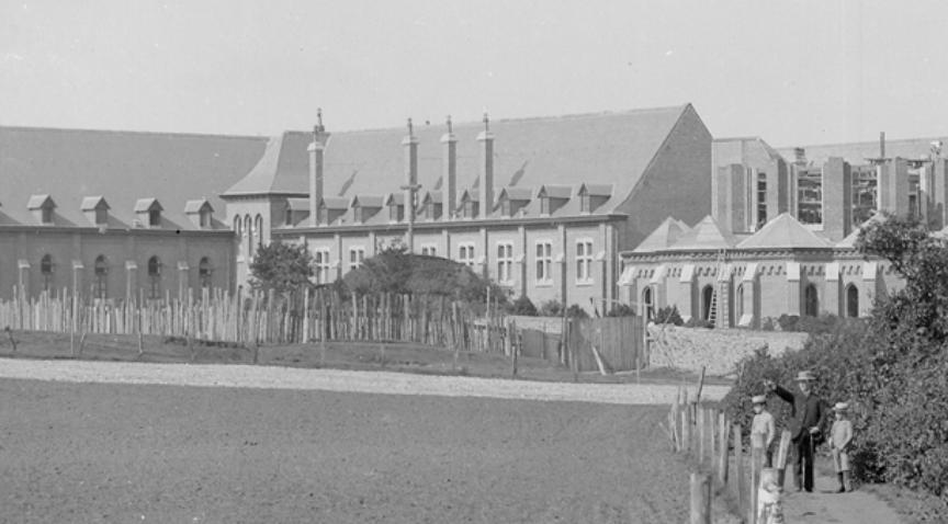 1894 le calvaire des Antonins pendant la construction de l'église