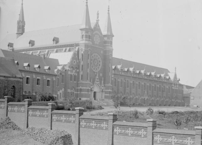 1895 vue sur l'abbaye avec d'anciens bâtiments proche de l'aile Nord