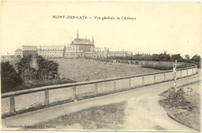 1898 depuis le moulin, mur et une premiere grotte au bout du chemin