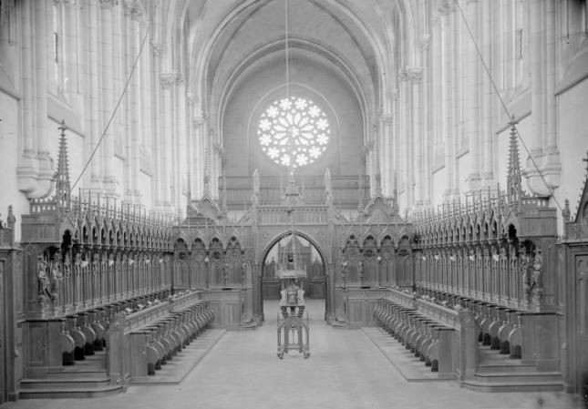 1898 L'église, le choeur des moines et vue vers le fond et la tribune