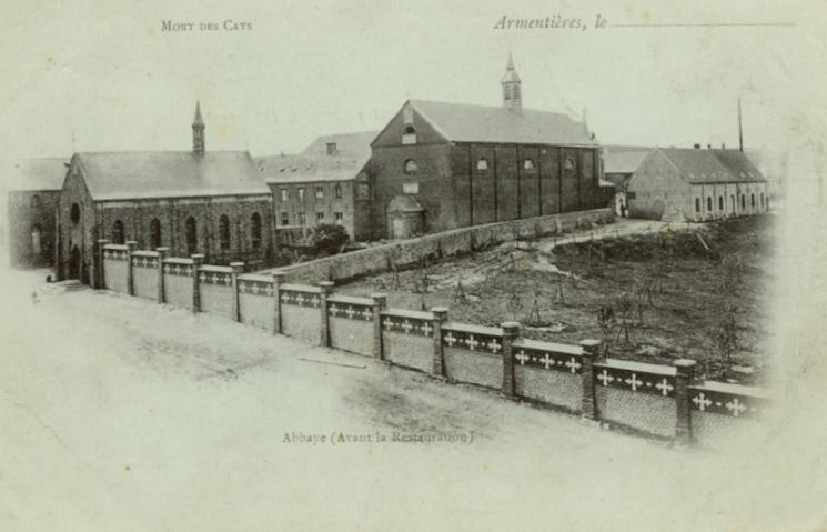 Abbaye en 1890, avec le nouveau mur et les anciens ateliers