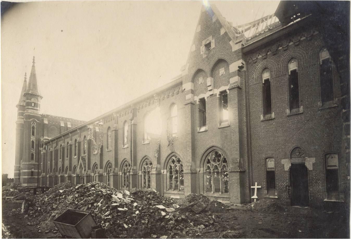 1918 : les dégâts au bâtiment de communauté