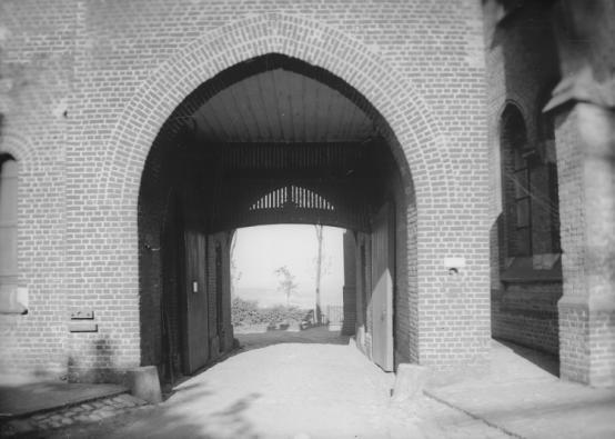 1950 le portail vu de l'intérieur avec la nouvelle hotellerie
