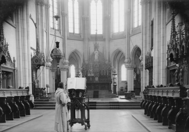 L'Eglise, le choeur des moines et le santuaire