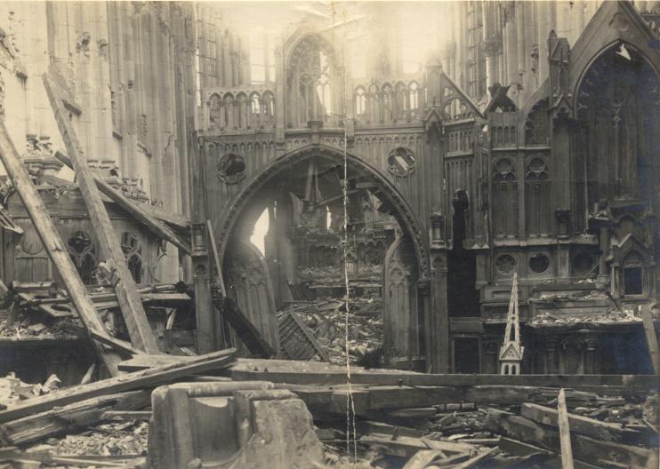 L'intérieur de l'église depuis choeur des convers