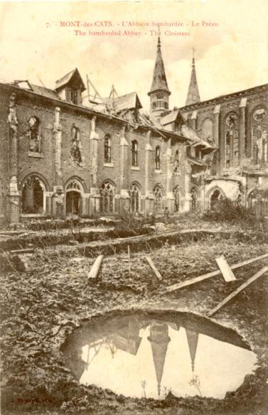 Le préau avec l'aile abbatiale, le petit dortoir et l'église