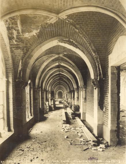 Le cloître Nord depuis l'entrée du chapitre des frères
