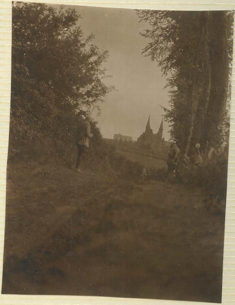 La façade Nord de l'abbaye, vue de loin
