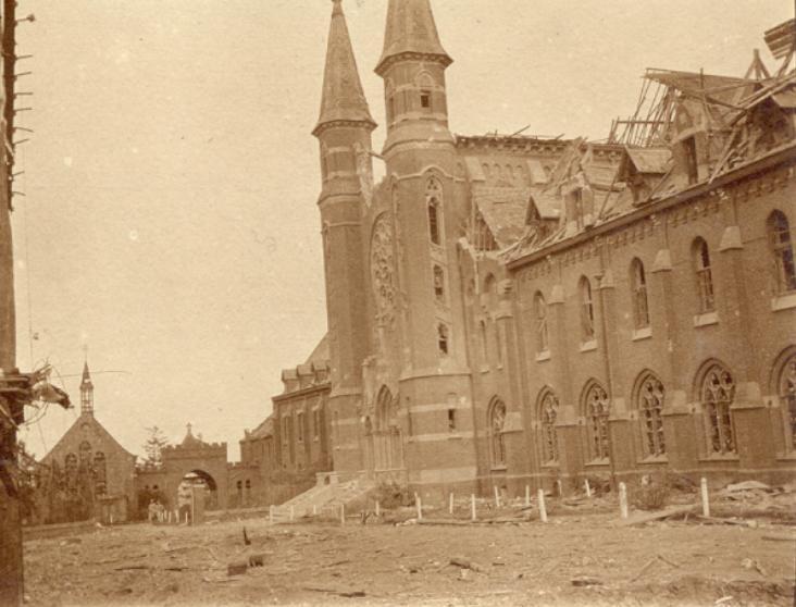 L'église et l'aile abbatiale sans toits
