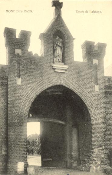 Carte postale du portail d'entrée vers 1920, Saint Bernard non restauré