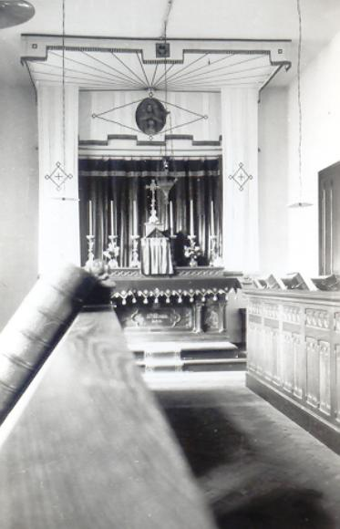 1918 : chapelle provisoire dans le réfectoire de l'hôtellerie, l'autel